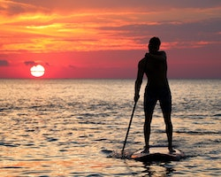 stand-up-paddling-sonnenuntergang